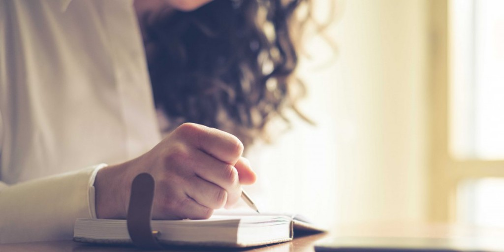 woman-writing-handwriting-5